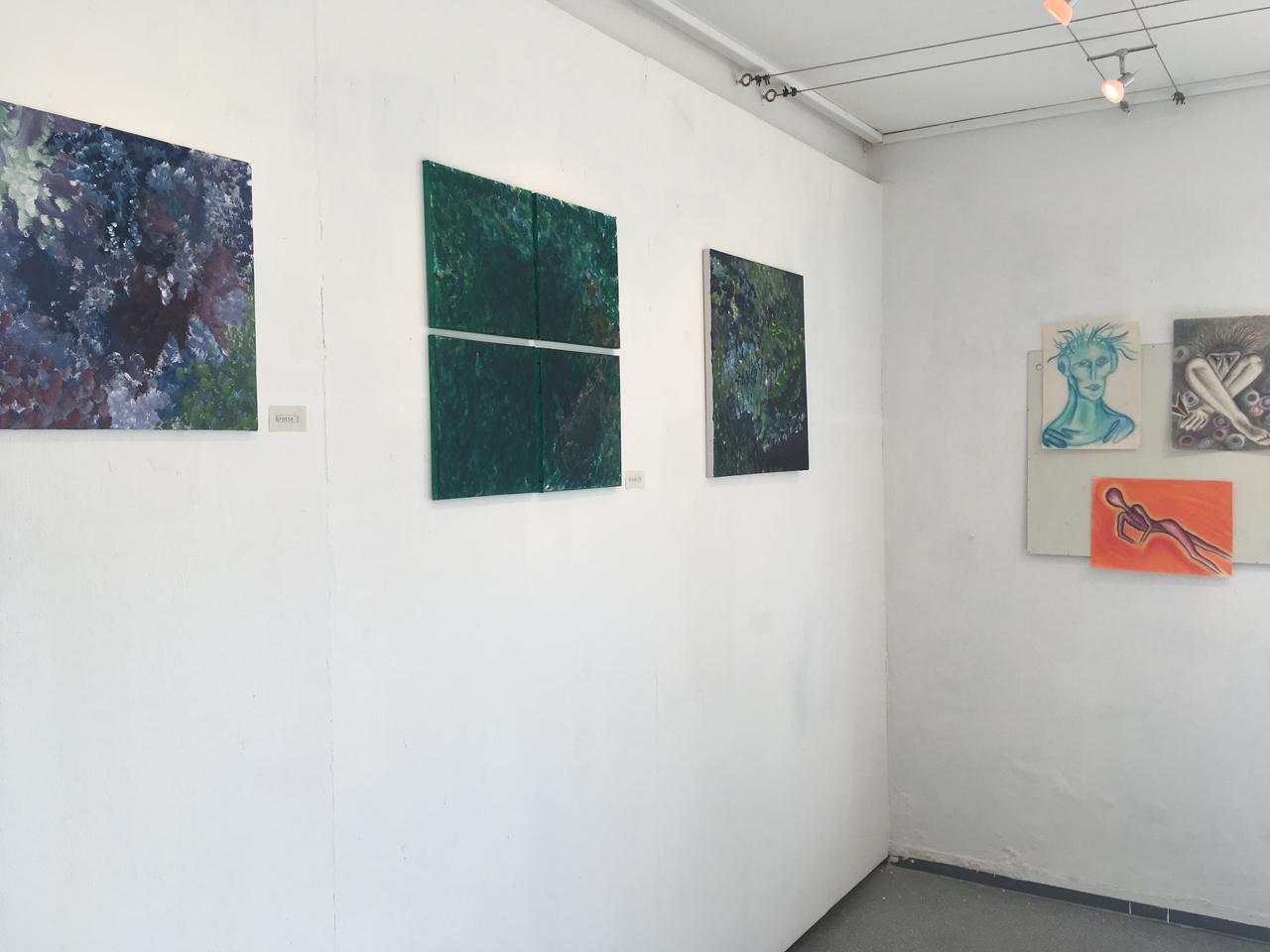 Feierwerk_Blog_Farbenladen_Ausstellung_Fliessen_lassen_Wand_