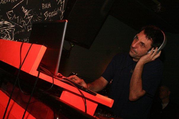 Feierwerk_Blog_Kultur_Plug_in_Beats_Thomas_Lechner_DJ_Pult