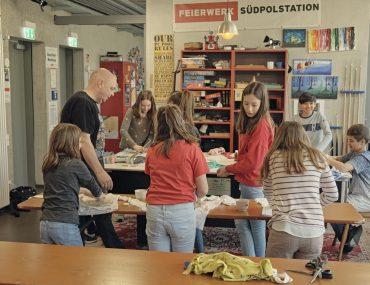 Feierwerk_Blog_Südpolstation_Schulklassenprojekt_Leute_machen_Kleider (19)