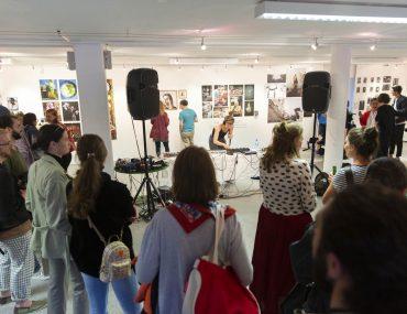 20190606_Feierwerk_Farbenladen_Ausstellung_Kunst_Fotografinnen_Vernissage 14x2m_copyright_Christin_Büttner (120)