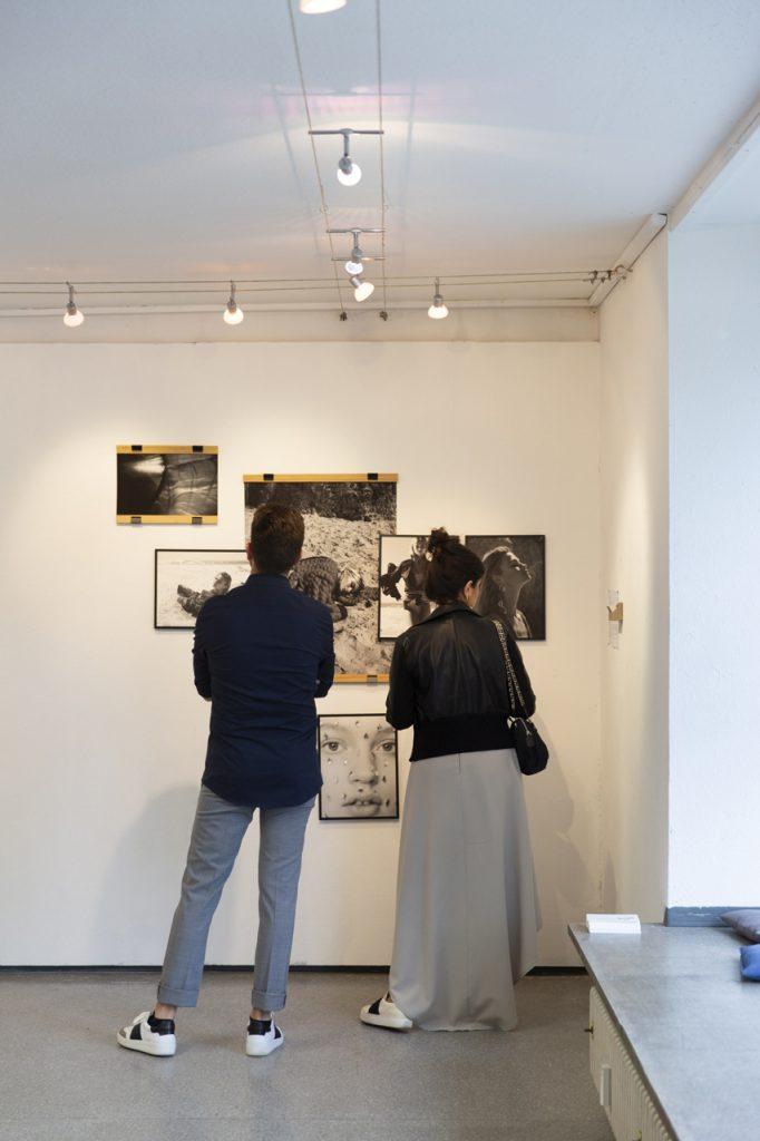 20190606_Feierwerk_Farbenladen_Ausstellung_Kunst_Fotografinnen_Vernissage 14x2m_copyright_Christin_Büttner (2)