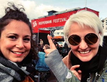 Feierwerk_Fachstelle_Pop_Reeperbahn_Festival_2019_Vroni und Lessa von der Fachstelle Pop beim RBF19_Titelbild