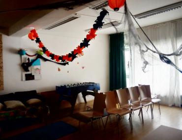 Feierwerk_Tatz_Halloween_Spinnwebendeko Spieleraum