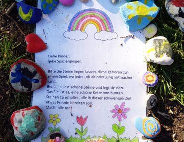 Feierwerk_Blog_Coronaferien_Steinschlange_(c)Sinah_Zapf_Spiel mit Steinen
