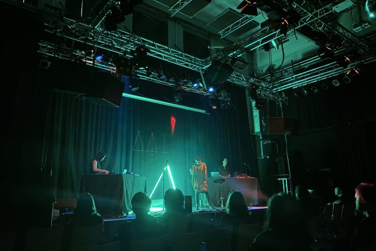 Feierwerk_Blog_Katzenclub_Konzert_München_Kranhalle_Rue_Oberkampf_credits_Jennifer_Duermeier (5)