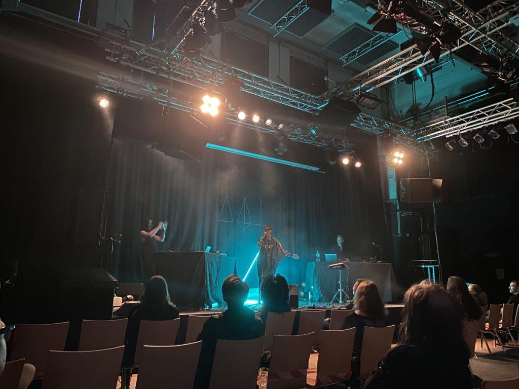 Feierwerk_Blog_Katzenclub_Konzert_München_Kranhalle_Rue_Oberkampf_credits_Jennifer_Duermeier (6)