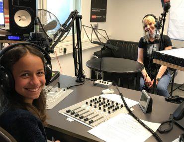 Feierwerk_Blog_Kinderradio_Radio_Kurzwelle_Interview mit Hundetrainerin Isabel Boergen_NEU_credits_Radio_Feierwerk